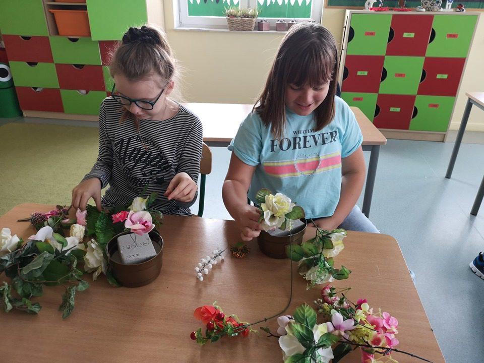 Ikebana ze sztucznych kwiatów – WKT